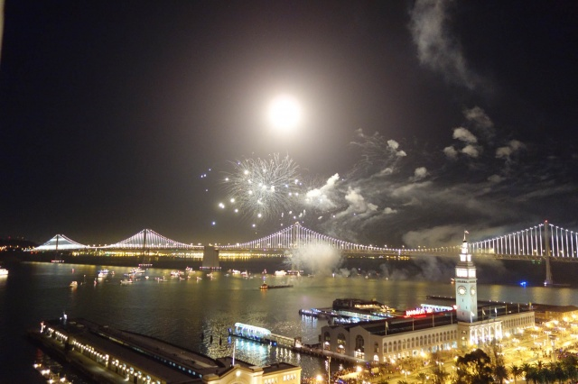 New Year's Eve Fireworks in SF Bay 1